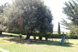 Tuin met speeltoestel