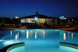 Zwembad met whirpool en kinderbad