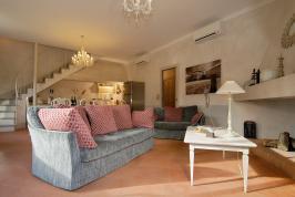 Wohnzimmer mit bequemen Sitz