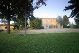 Grote Toscaanse villa bij Florence 7 kamers | Tritt.nl